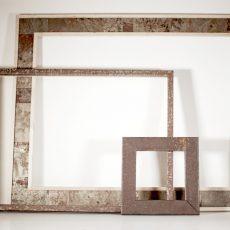Cornice in legno vecchio rigenerato e metallo trattato