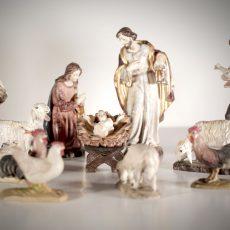 Presepe in legno dipinto a mano con finitura anticata e oro zecchino